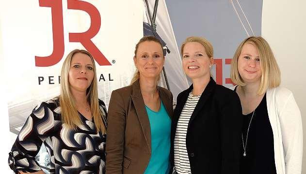 Janine Neumann, Christine Petersen, Monique Müller und Nina Asmussen (v.li.) von JR Personal in Kiel bauen auf ein hervorragendes Kunden-Netzwerk. FOTO: TAU
